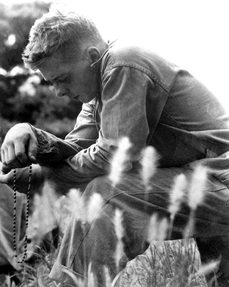 US Marine prays his Rosary - Korean War. (Photo: Pinterest)