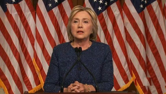 Clinton looks tired, Democrat official threatens Daily Mail reporter who noticed it.