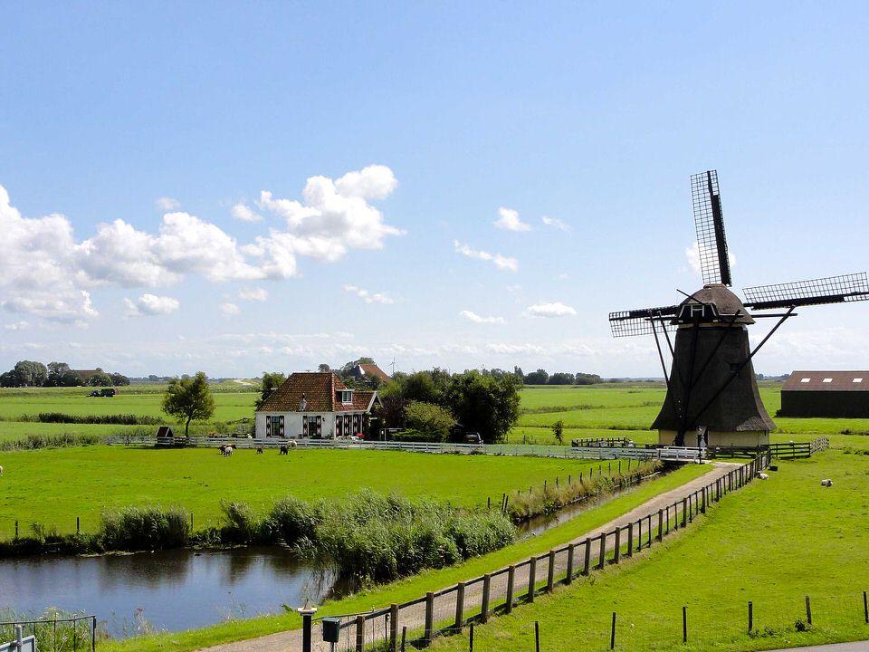 https://www.goodfreephotos.com/netherlands/other/friesland-landscape-in-the-netherlands.jpg.php