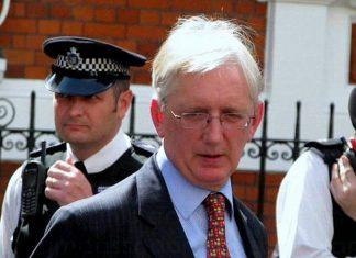 Craig Murray, former UK ambassador to Uzbekistan, said he's met the Wikileaks leaker and he's not a Russian.