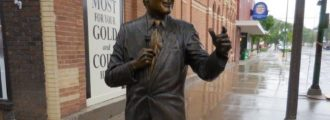 Juanita Broaddrick, Paula Jones: Get rid of Bill Clinton statue